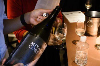 参加者に振る舞われた宮坂酒造の日本酒