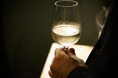 ワイングラスで楽しむ日本酒