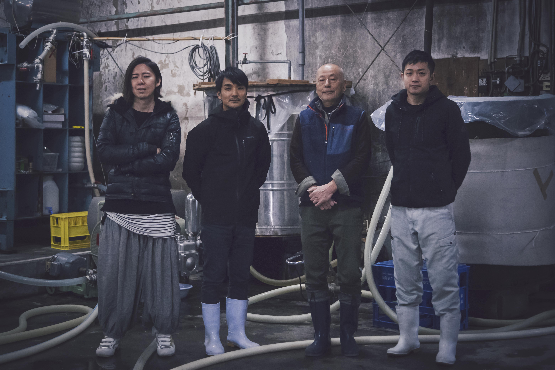 HINEMOSを醸造する社長と従業員の方々